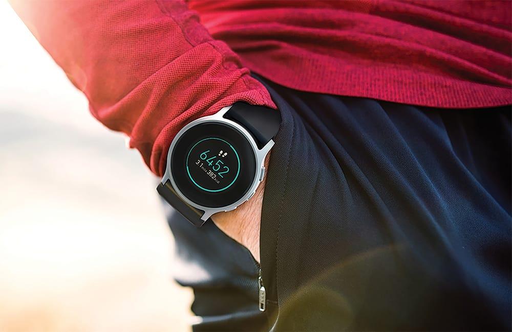 高いデザイン性で人気のウェアラブル血圧計「HeartGuide」。