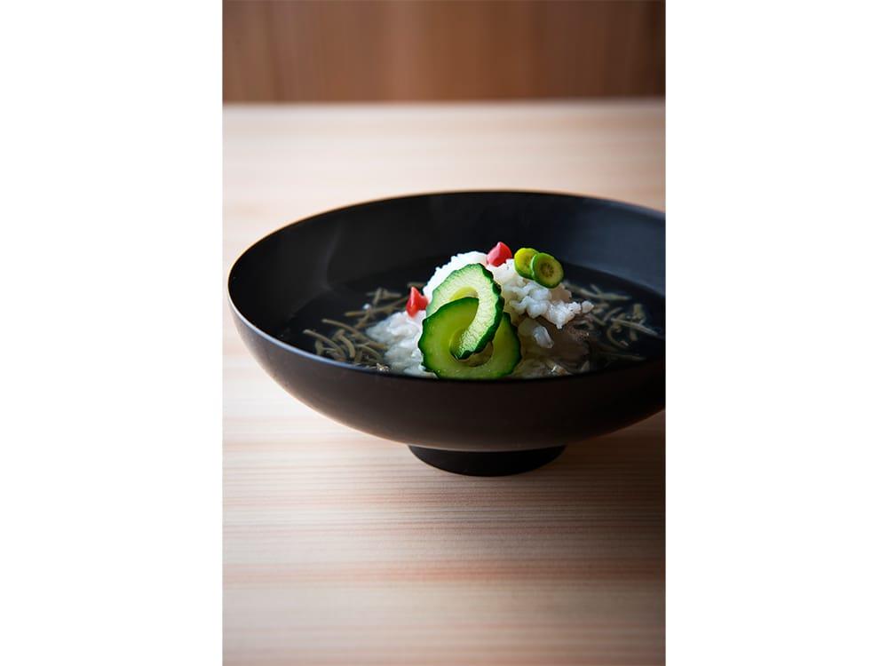 ひとつの椀から夏を知らせてくれる、日本料理の美学。