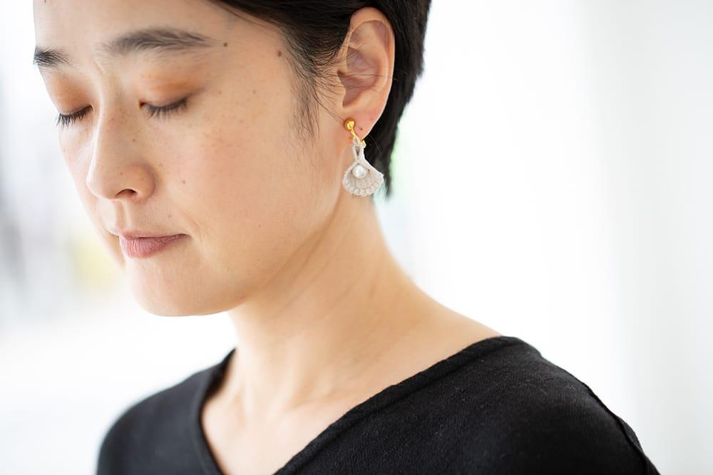 ヤシマ真珠と「000」のデザイナーが出会い、刺繍と真珠のコラボレーションが誕生。