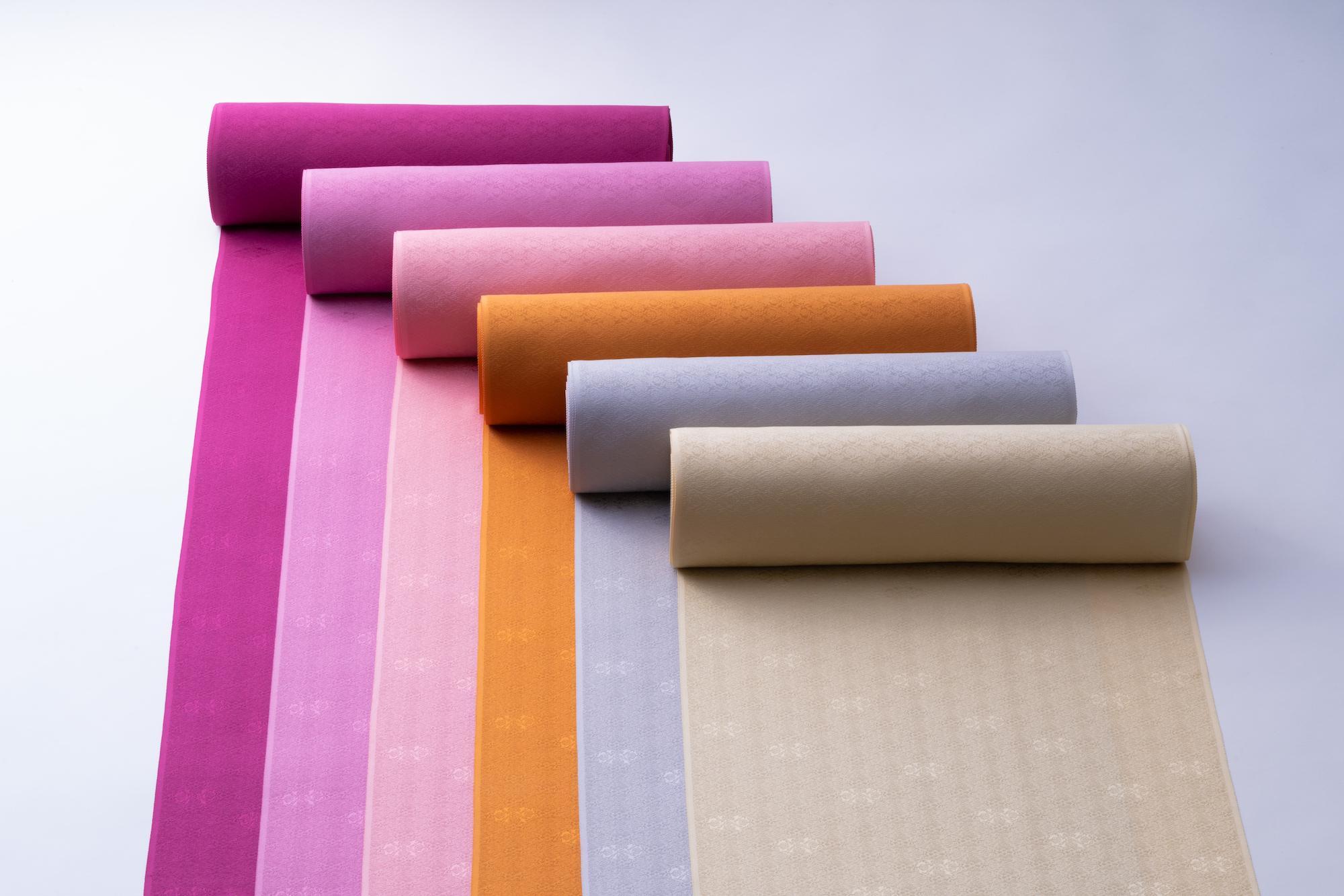 素材や技法にこだわった「草木染めの色無地」10色を、千總本店限定アイテムとして展開する。