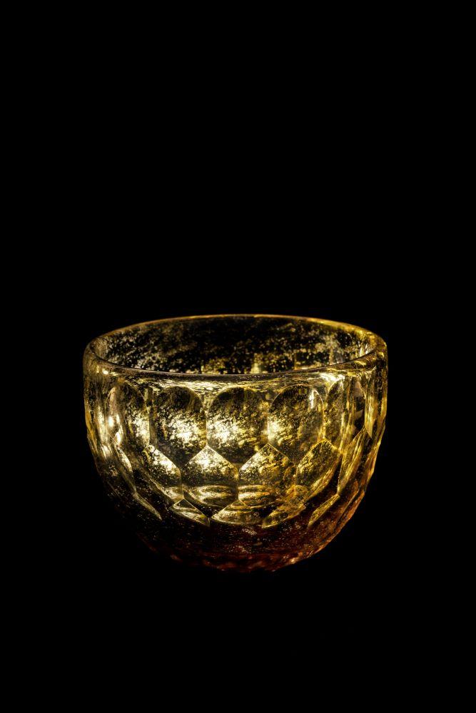 《硝子茶碗 白瑠璃》2014 ガラス 撮影:Sugimoto Studio