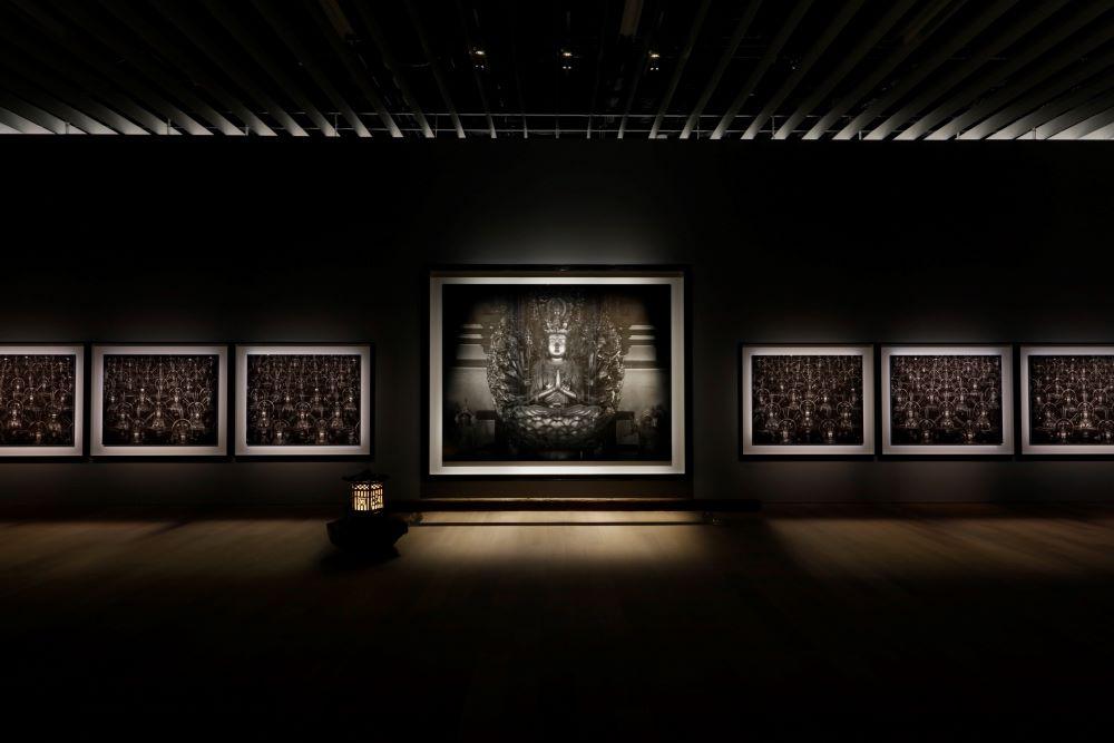 《仏の海(中尊)》《仏の海 007》1995© Hiroshi Sugimoto / Courtesy of Gallery Koyanagi提供:妙法院