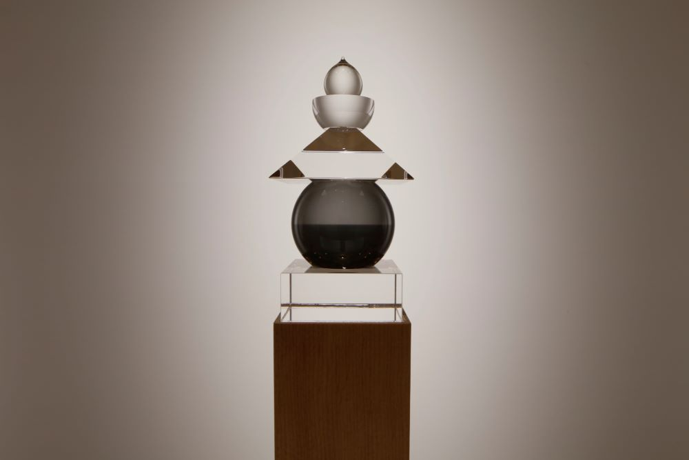 《光学硝子五輪塔》 2011/ 1980 杉本博司 小田原文化財団蔵 © Hiroshi Sugimoto / Courtesy of Odawara Art Foundation