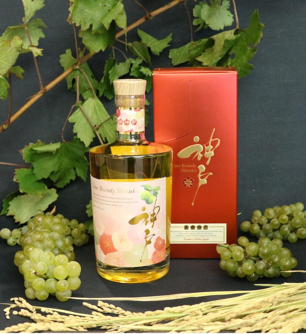 原料のホワイトブランデーは、神戸市内で収穫されたワイン用ブドウ100%のワインを蒸留したもの。兵庫県産山田錦を使用した純米酒とブレンドしている。