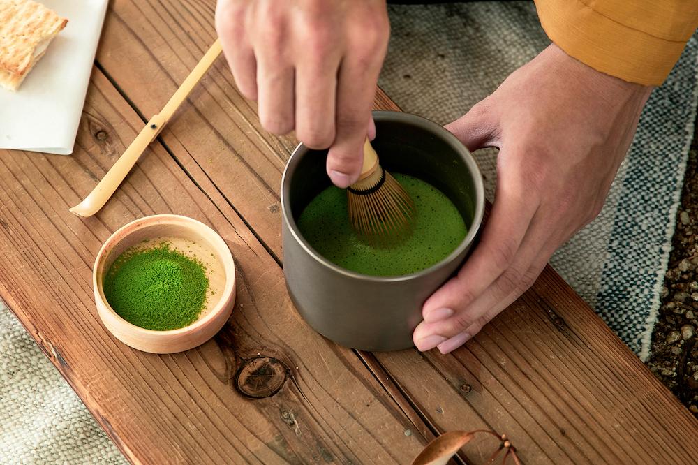 茶道具ブランド「茶論」が監修する茶筅や茶杓は、アウトドア仕様ながら本格的な抹茶が味わえる。