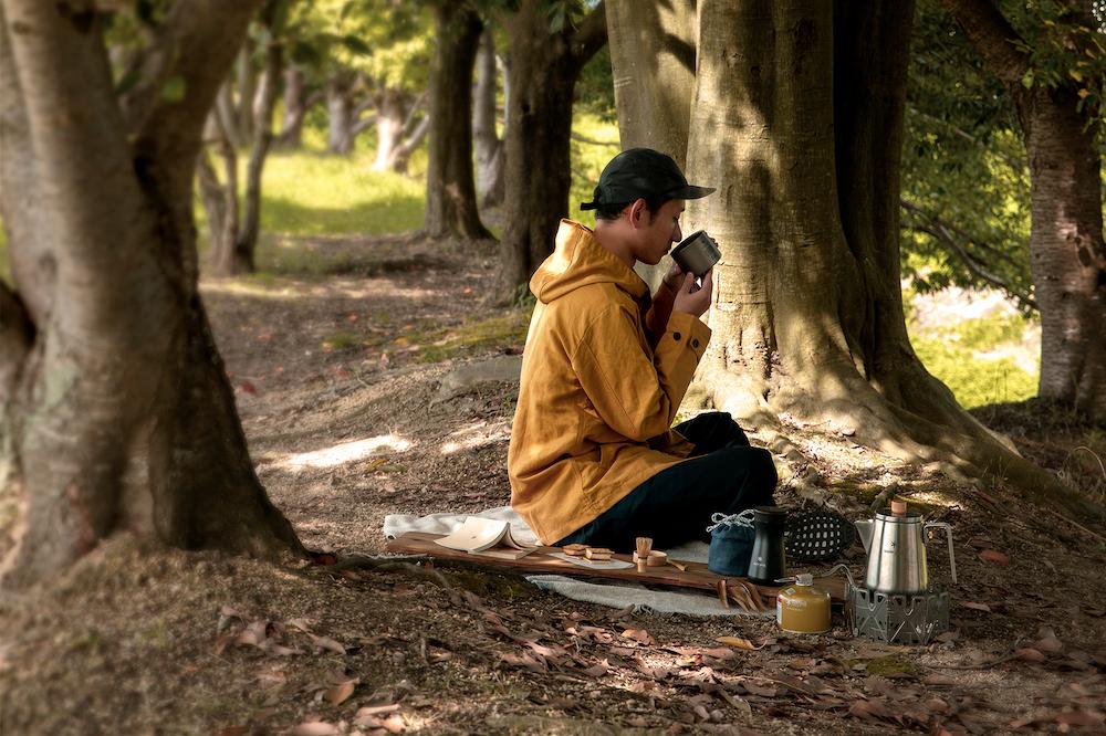 ガイダンス付きなので、茶道未経験者でも野点を気軽に体験できる。お茶の点て方はWeb動画で確認を。