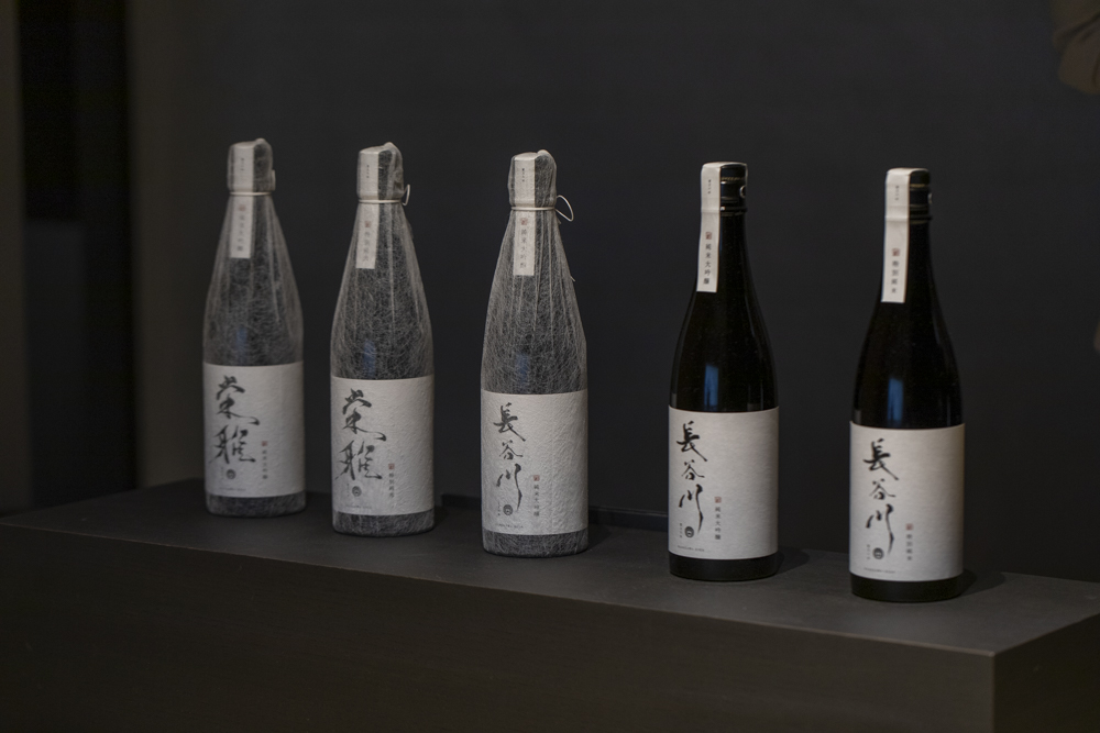 「長谷川栄雅」の5種類の酒を楽しむ。 左から「栄雅 純米大吟醸」「栄雅 特別純米」「長谷川 純米大吟醸 三割五分」「長谷川 純米大吟醸 五割」「長谷川 特別純米」