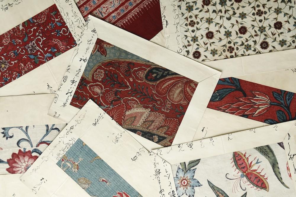 滋賀県大津の大名、赤星家に伝わっていた「古代印度更紗」は、洋画家・児玉善三郎が保管していたものを、吉岡が入手した。