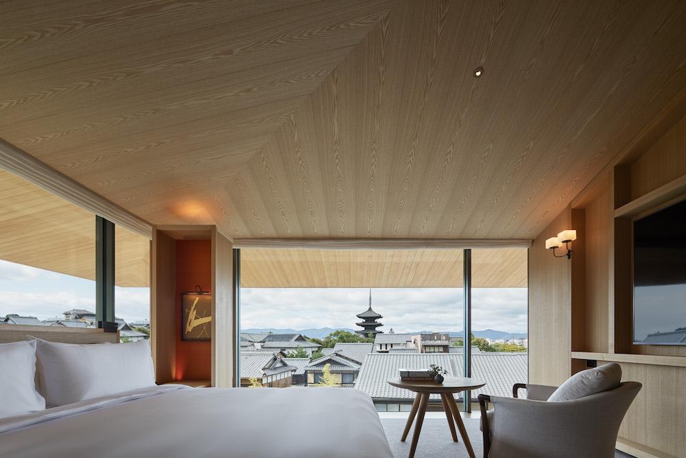 一軒家に滞在するような感覚でステイできるスイートルームは4種類ある。写真はプレミアムスイート「東山ハウス」。