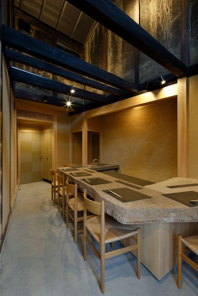 菱屋とは入り口が異なる小さな料理屋。ここは宿泊客以外も利用できる。