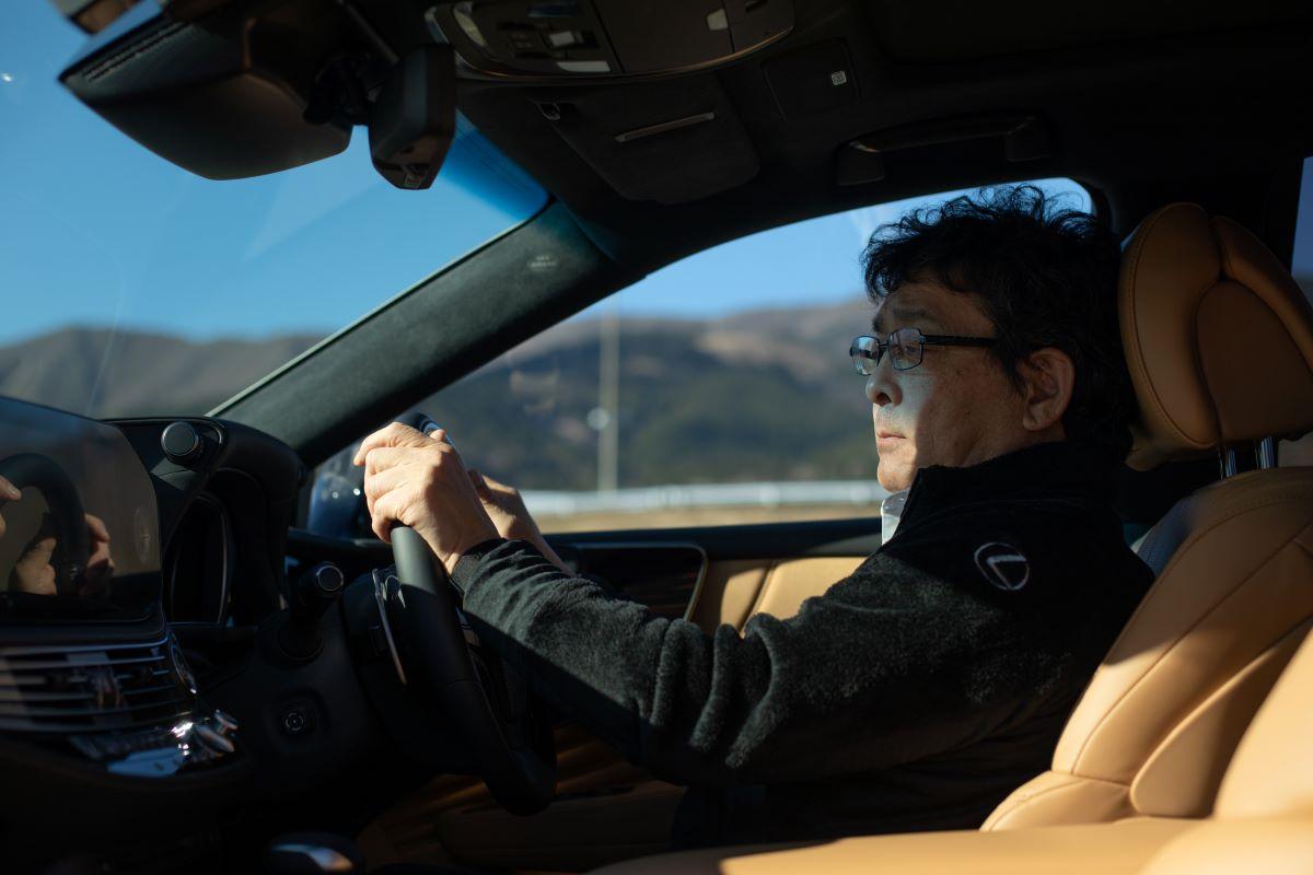 レクサスグランドエキスパート TAKUMIの伊藤好章が運転するのは、レクサスLS。