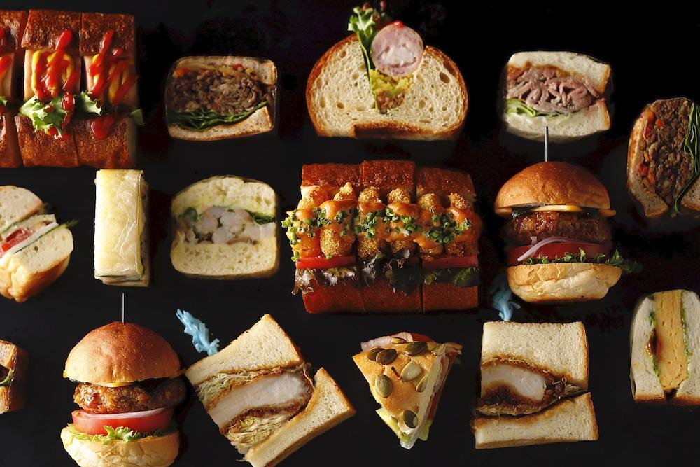 スイーツビュッフェに並ぶサンドウッチの数々。