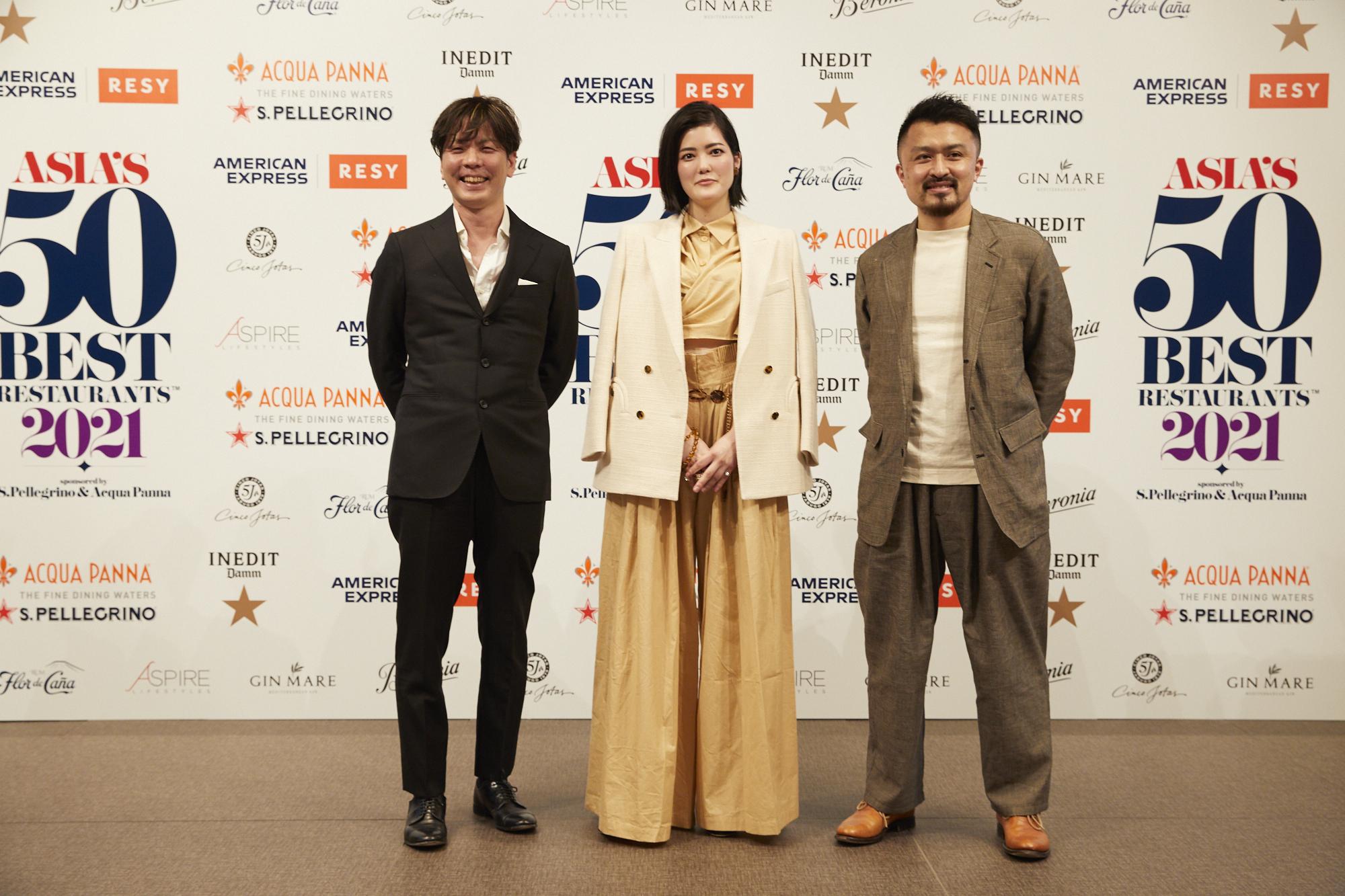 右から91位に入った「cenci」の坂本健シェフ、83位の「été」庄司夏子シェフ、64位「Villa Aida」の小林寛司シェフ。