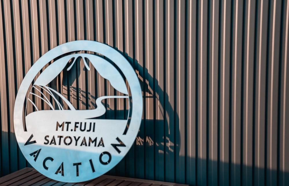 マウントフジ里山バケーションのロゴ
