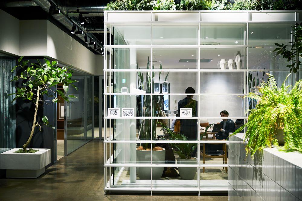 部屋によってデザインも異なるミーティングスペース。