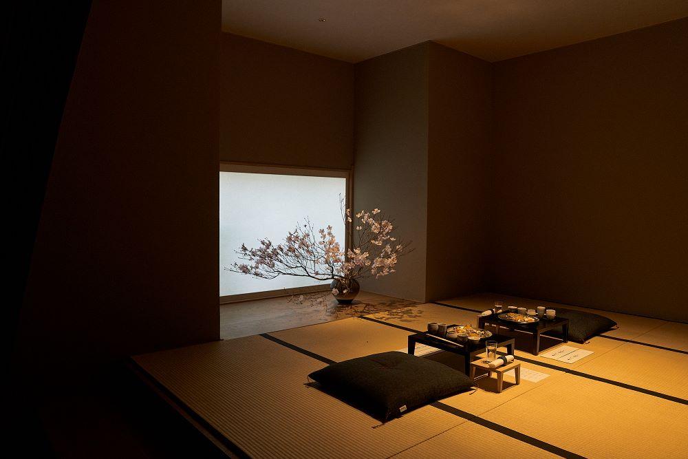 日本酒体験が行われる畳敷きの部屋