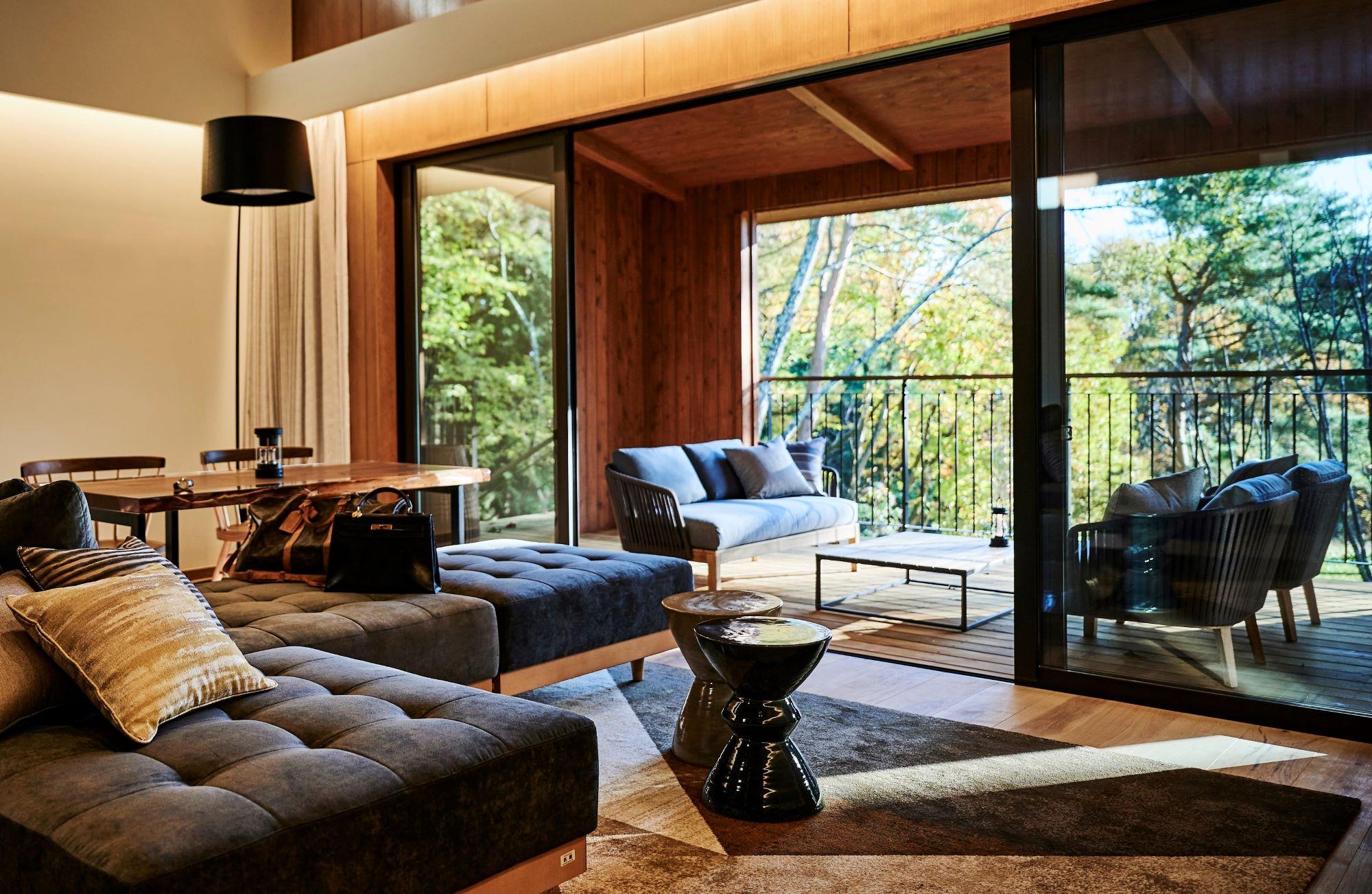 ヴィラ9棟と本館に28室からなり、テラスを含む客室面積は最小でも100㎡を超える。