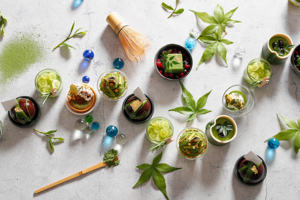 「抹茶デザートブッフェ」では、抹茶とピスタチオのモンブランなど、月替わりで約40種類のスイーツが登場する。