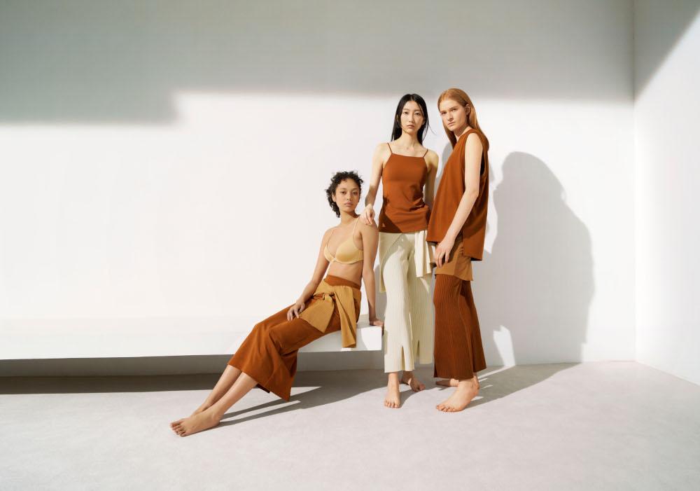 インナーウエアは、あらゆる肌のトーンにマッチするアースカラー。すべての女性を美しく際立たせ、快適に彩るデザインとなっている。
