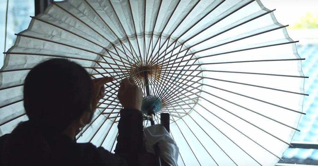 日吉屋の和傘の製造工程の様子。