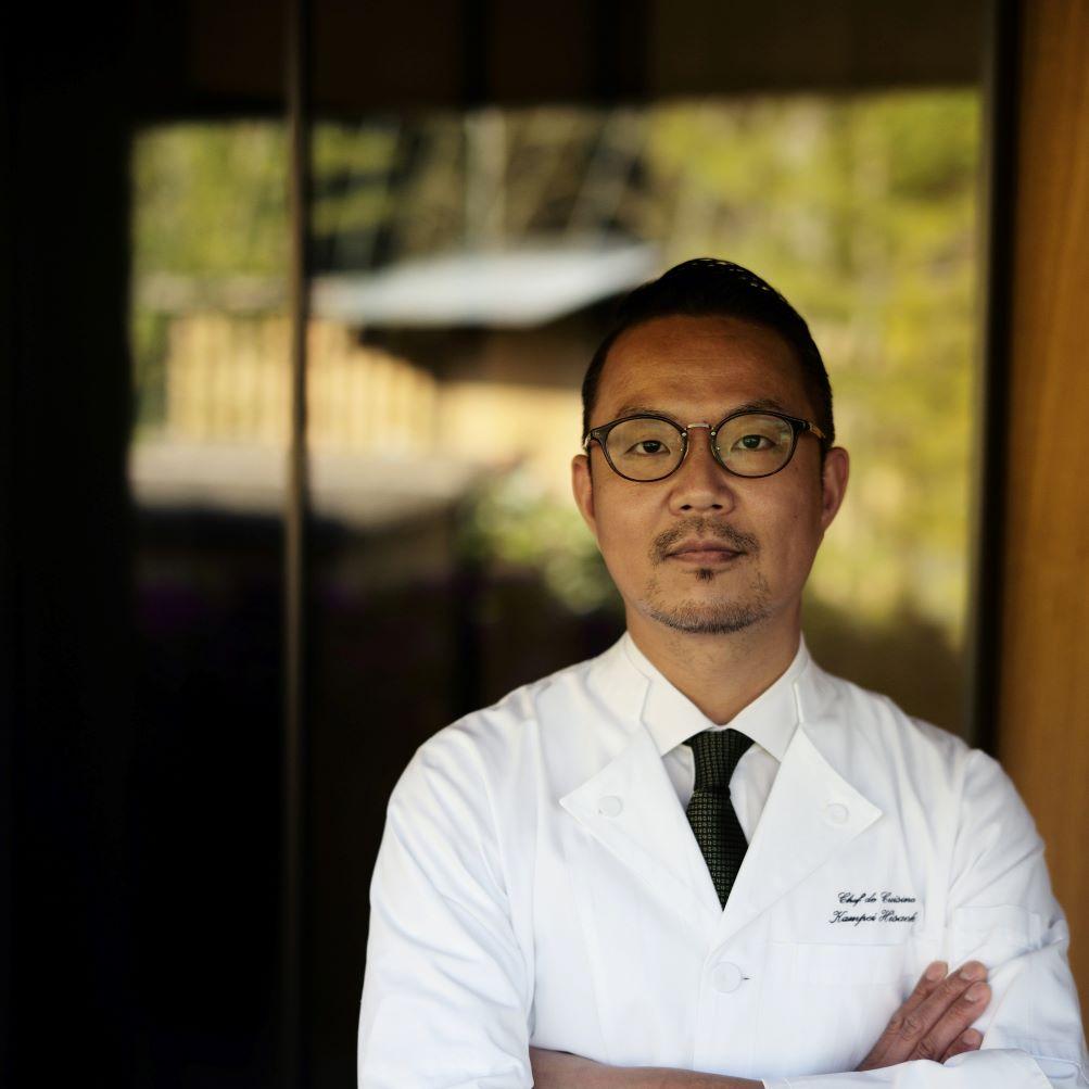 久岡寛平氏は奈良生まれ。フランス料理人としてフランスで16年にわたり研鑽を積んだのちに、「八坂」の調理長に就任。