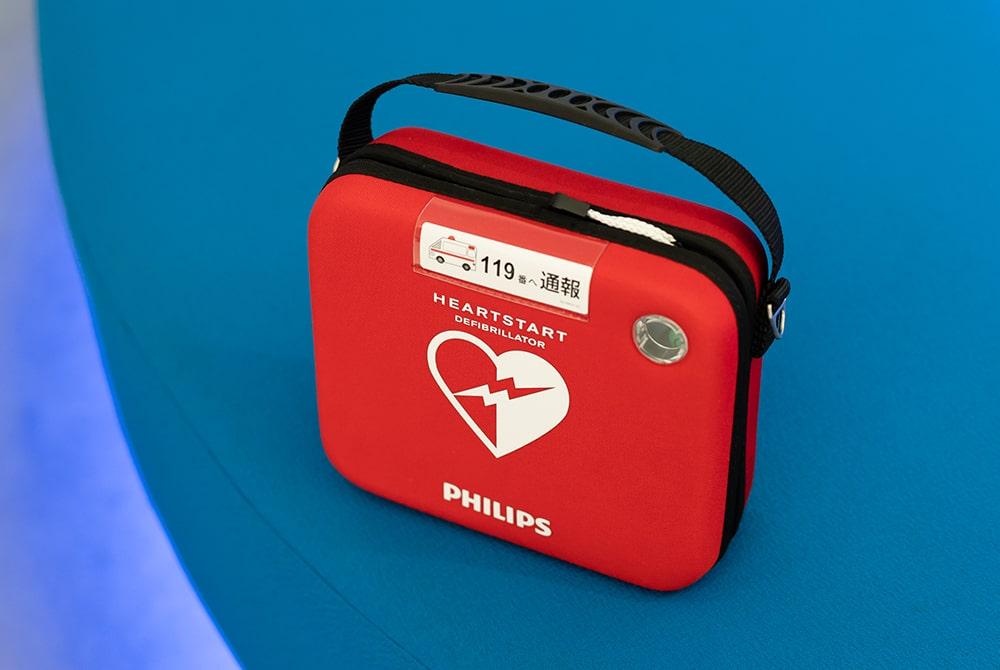 家庭用AED「ハートスタートHS1 Home」。使用する際は音声がガイドするので、初心者にも扱いやすい。