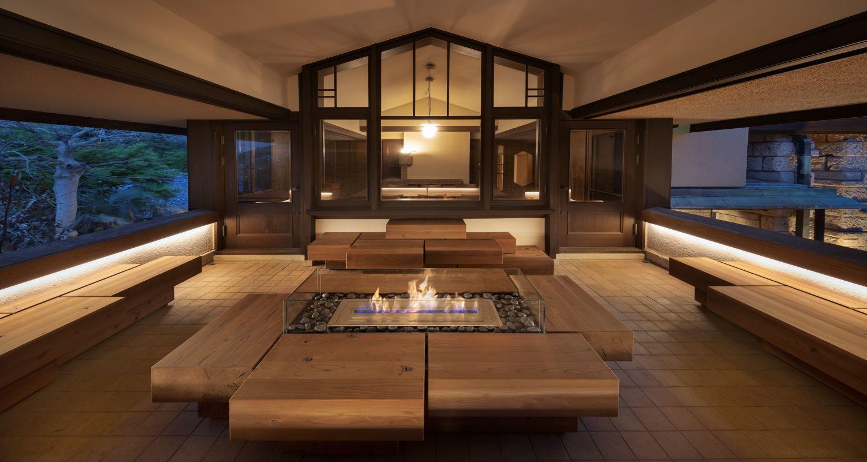 2階に設けられた開放的な半屋外テラス。